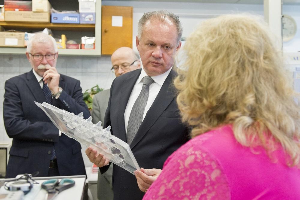 Prezident Kiska navštívil Ústavy polymérov SAV