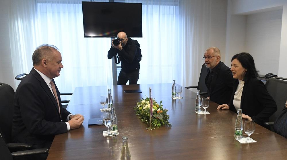 Prezident diskutoval s eurokomisárkou Jourovou o rómskej téme