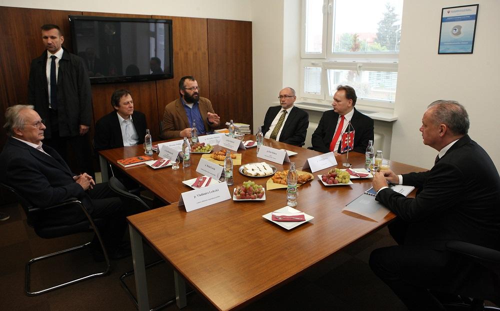 Prezident navštívil Prešovskú univerzitu, riešil aj rómsku problematiku
