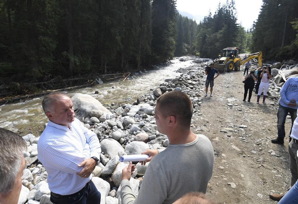 Prezident navštívil tatranské obce zasiahnuté povodňami