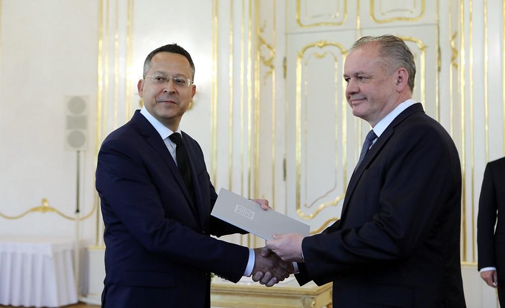 Prezident vymenoval na návrh vlády za ministra financií Kamenického