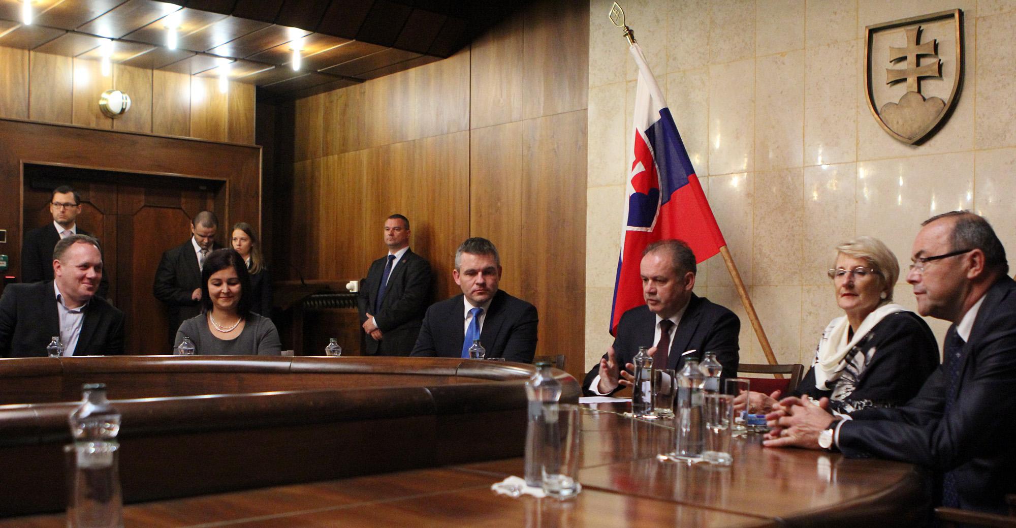 Prezident hovoril s poslancami o zmene ústavy