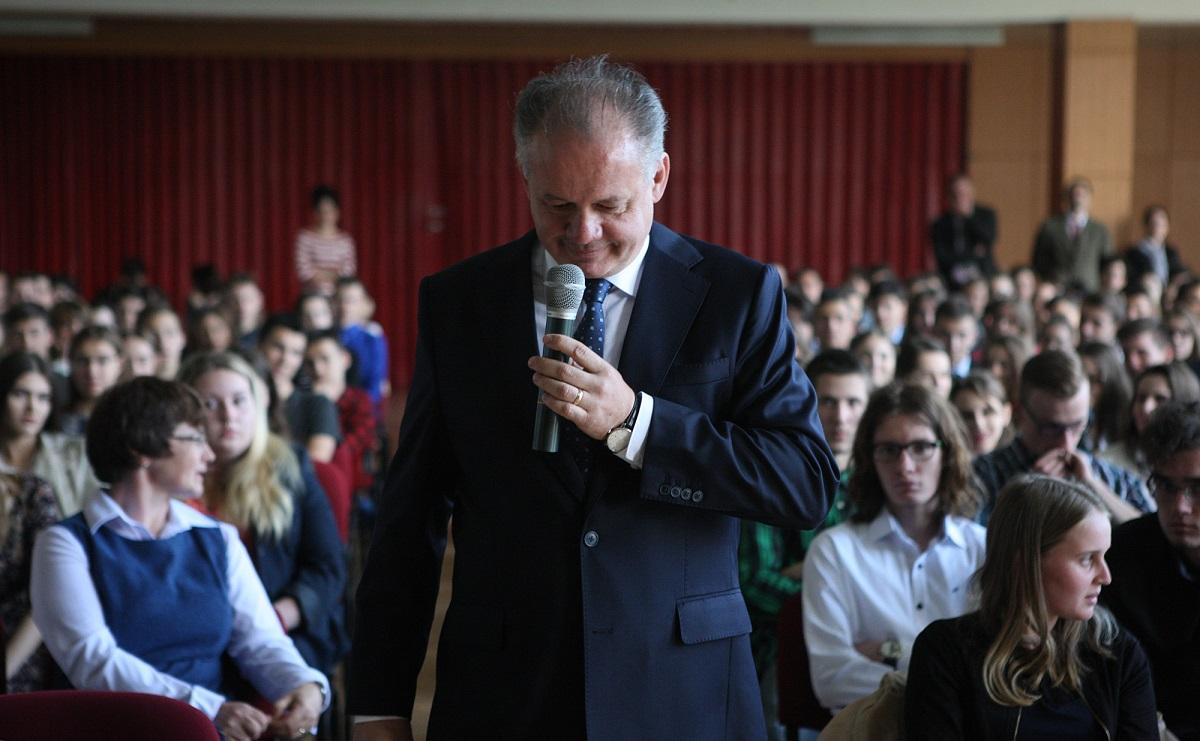 Prezident navštívil slovenské a maďarské gymnázium v Šamoríne