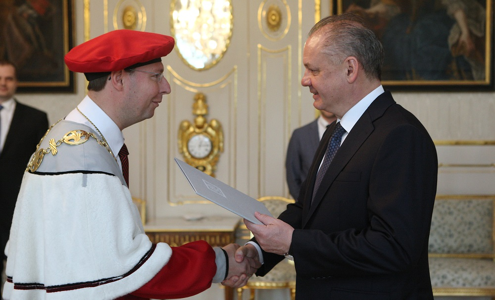 Prezident vymenoval rektora Trenčianskej univerzity Alexandra Dubčeka