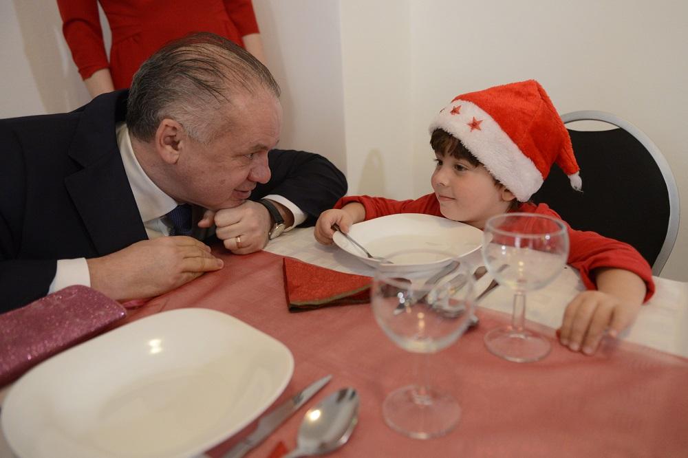 Prezident navštívil na Štedrý deň Krízové centrum Dorka