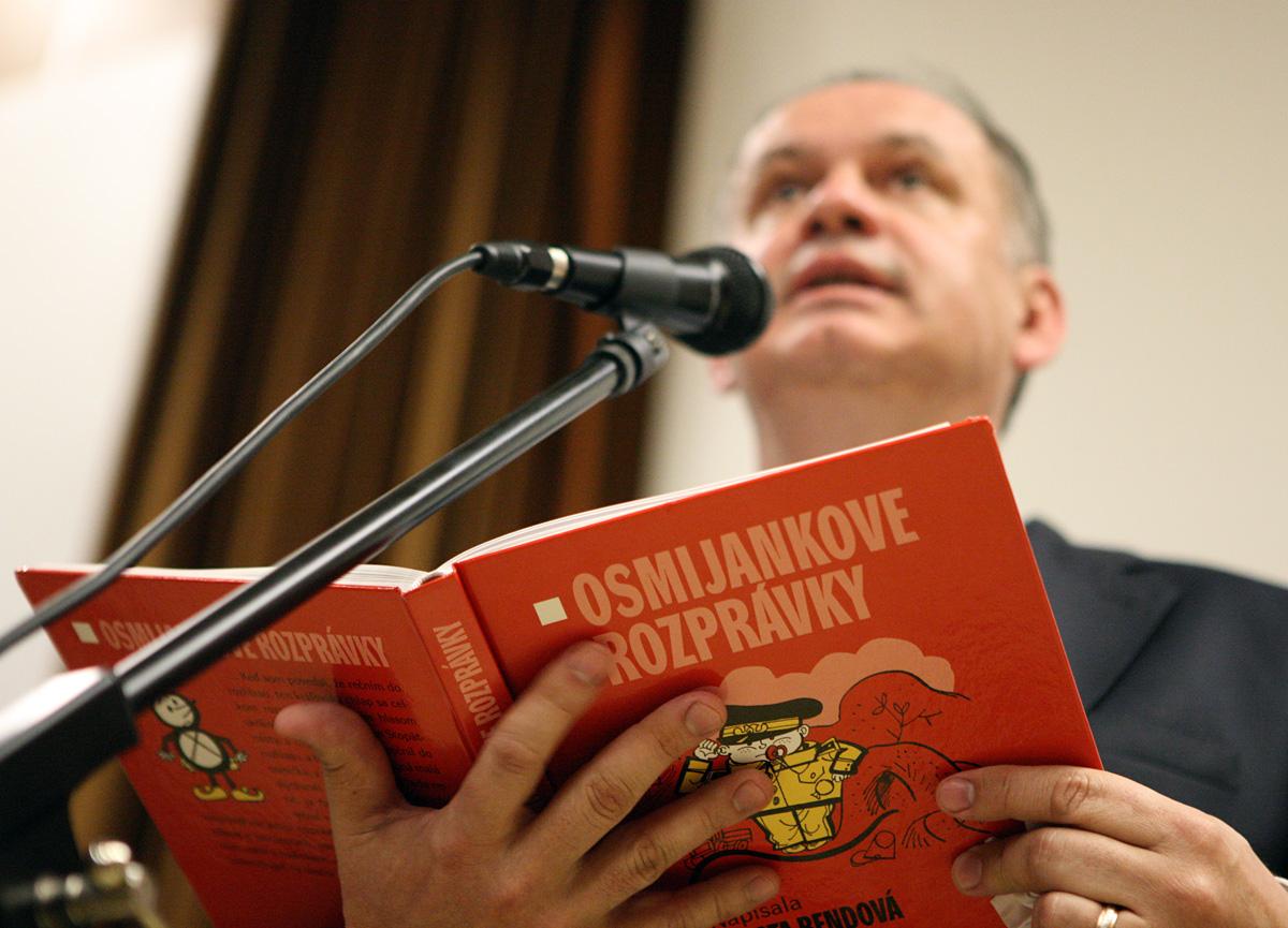 Kiska čítal deťom v nemocnici z Osmijankových rozprávok