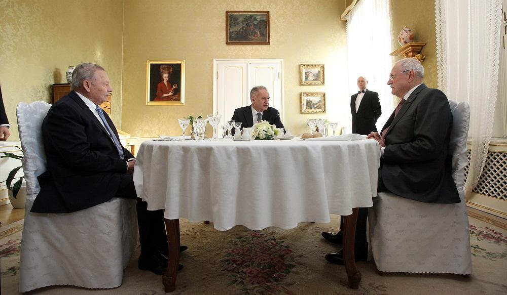 Kiska pozval prezidentov Schustera a Gašparoviča na novoročný obed
