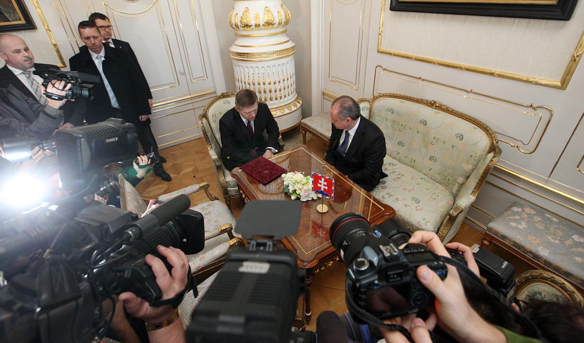 Robert Fico informoval prezidenta o koalícii, Národná rada sa zíde 23. marca