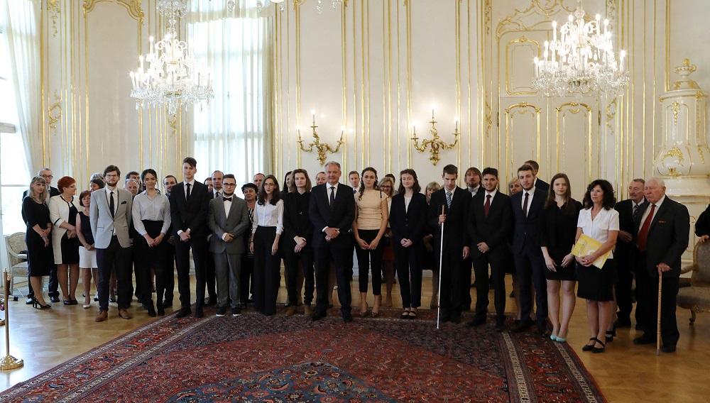 Prezident prijal finalistov Olympiády ľudských práv