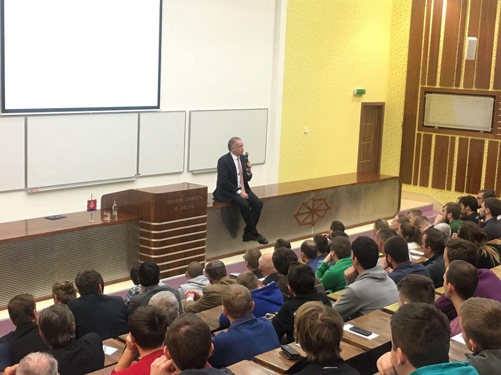 Prezident diskutoval so študentmi Technickej univerzity vo Zvolene