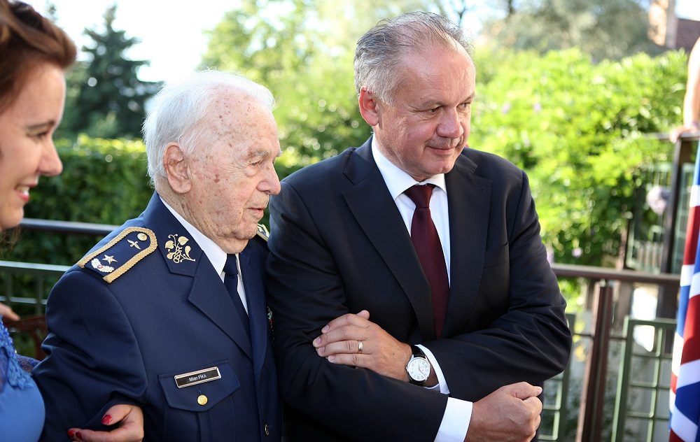 Prezident vyznamenal Milana Píku, člena západného odboja
