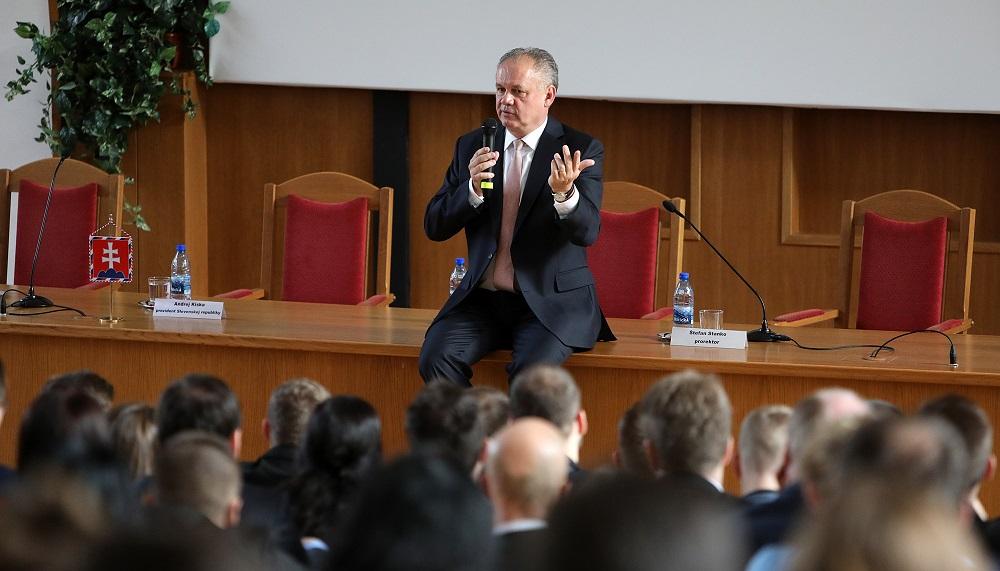 Prezident diskutoval so študentmi Slovenskej technickej univerzity