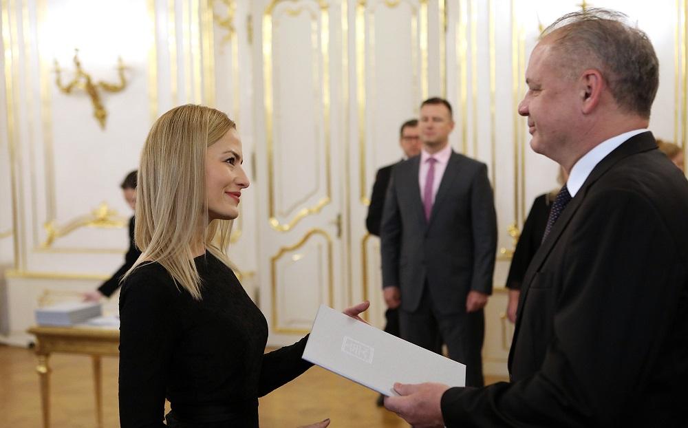 Prezident vymenoval 15 nových sudcov, pripomenul ústavný súd
