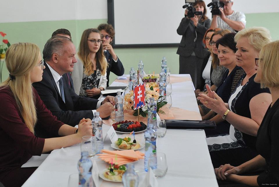 Prezident diskutoval v Krompachoch o práci aj o Rómoch