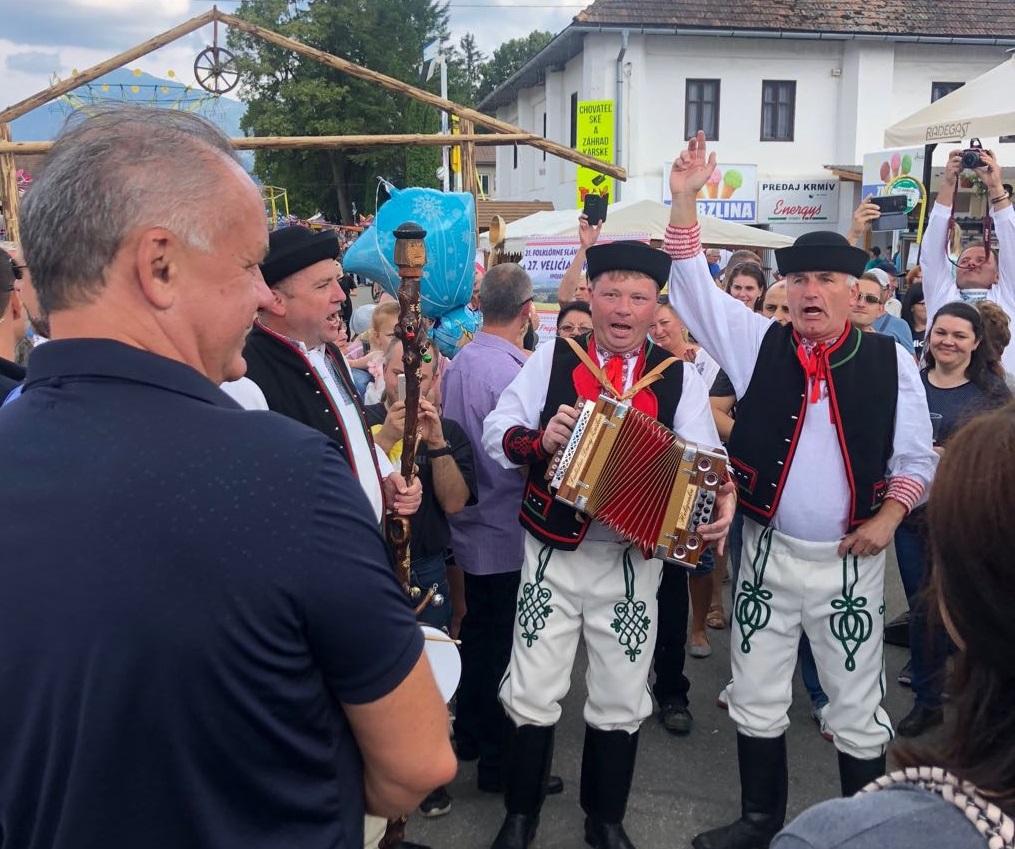Prezident navštívil folklórne slávnosti v Detve a Veličnej