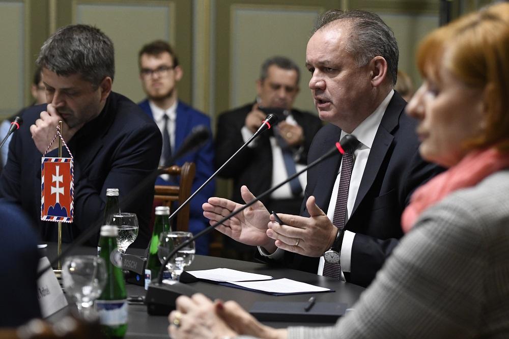 Prezident v diskusii o Rómoch: Problémy je možné riešiť