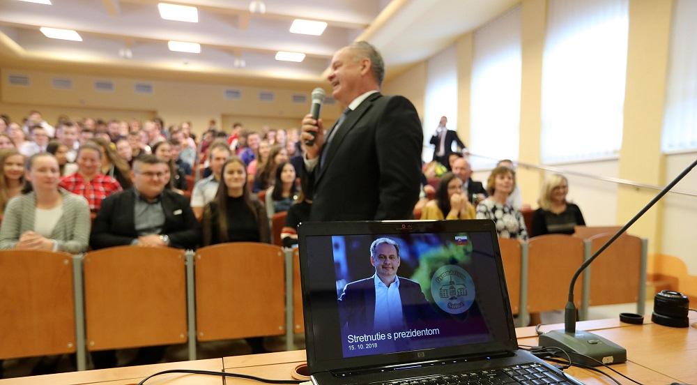 Prezident navštívil Sninu, diskutoval o práci aj zdravotníctve