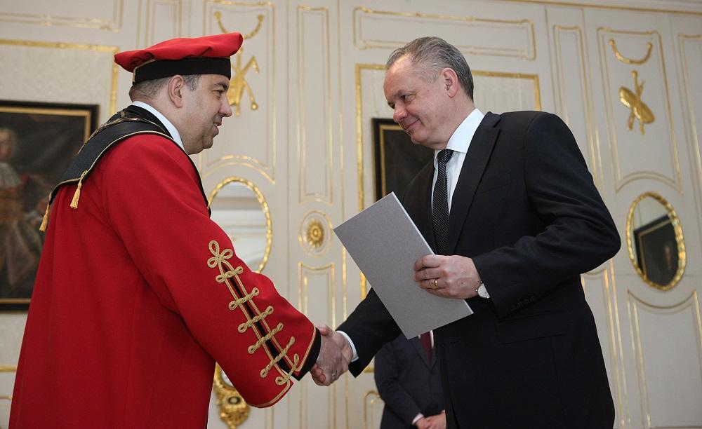 Prezident vymenoval rektora Univerzity J. Selyeho v Komárne
