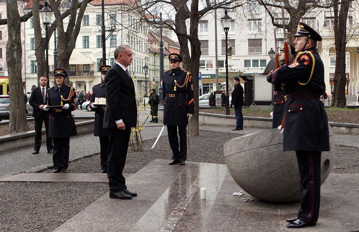 Prezident si pripomenul výročie Sviečkovej manifestácie