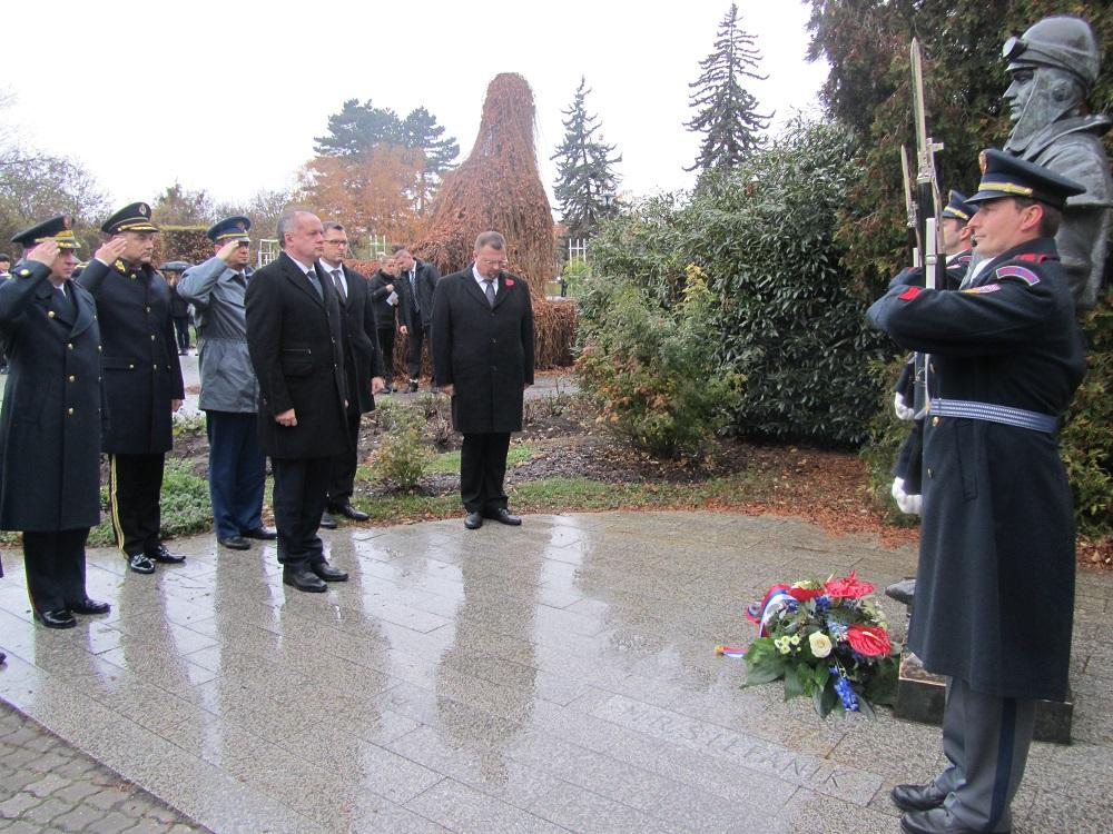 Andrej Kiska si v Prahe uctil pamiatku M. R. Štefánika