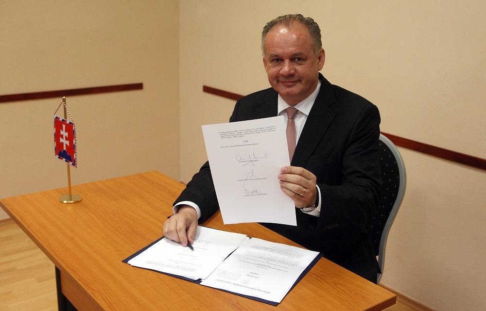 Prezident podpísal zmeny umožňujúce zrušenie Mečiarových amnestií