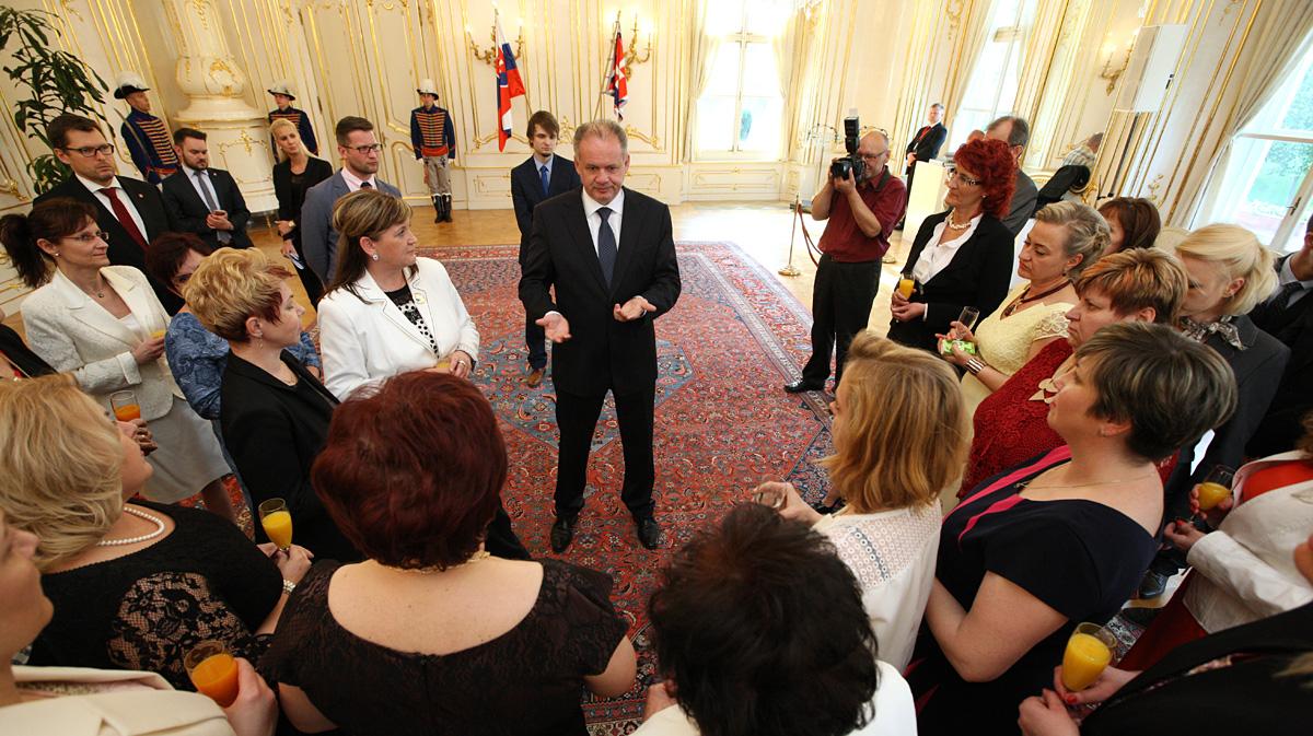 Prezident prijal zdravotné sestry ocenené Bielym srdcom
