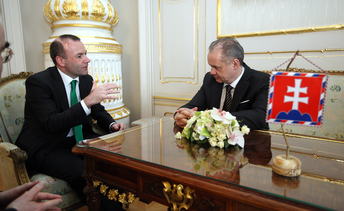 Predseda frakcie európskych ľudovcov rokoval s prezidentom Kiskom