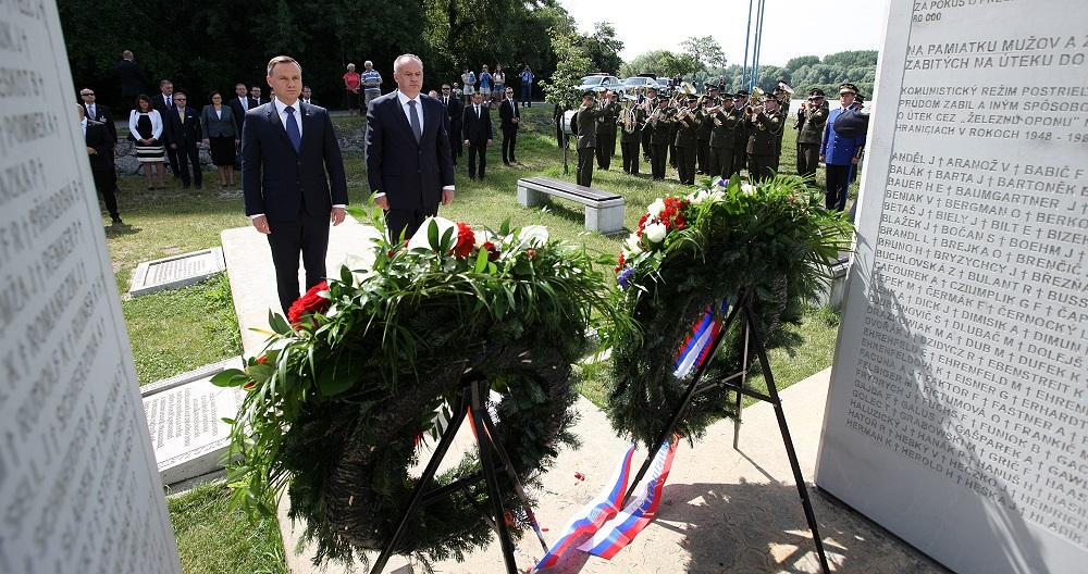 Prezidenti Poľska a Slovenska si pripomenuli obete komunizmu