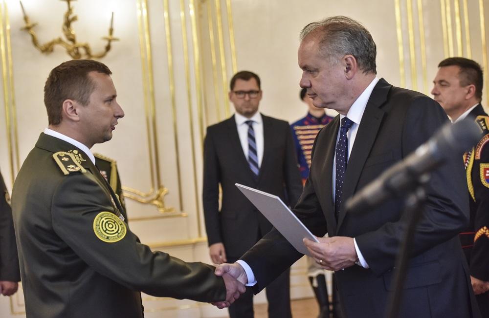 375a7fc34 Prezident menoval a povýšil generálov ozbrojených síl