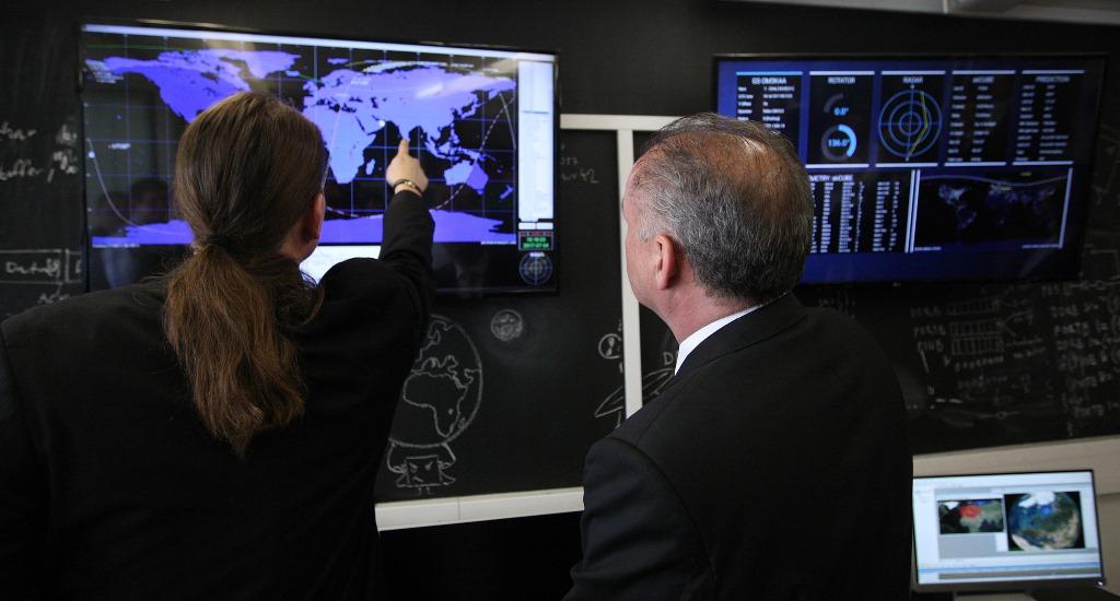Prezident si pozrel  zachytávanie dát  zo slovenskej družice