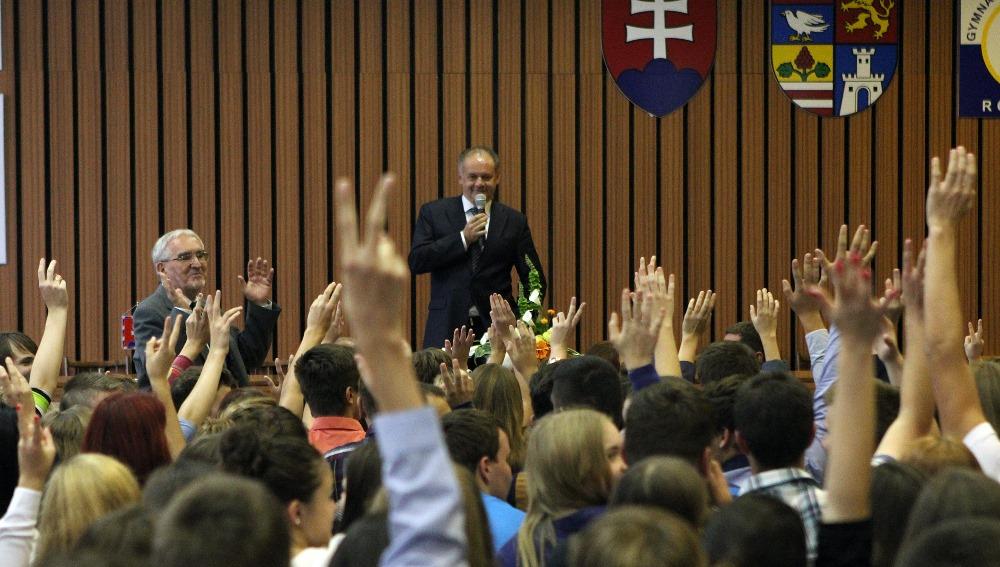 Andrej Kiska diskutoval s občanmi Rožňavy, navštívil aj Betliar