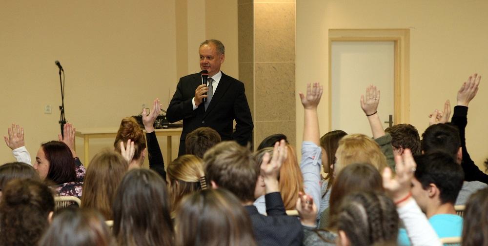 Prezident v Myjave diskutoval o zamestnanosti aj o školstve