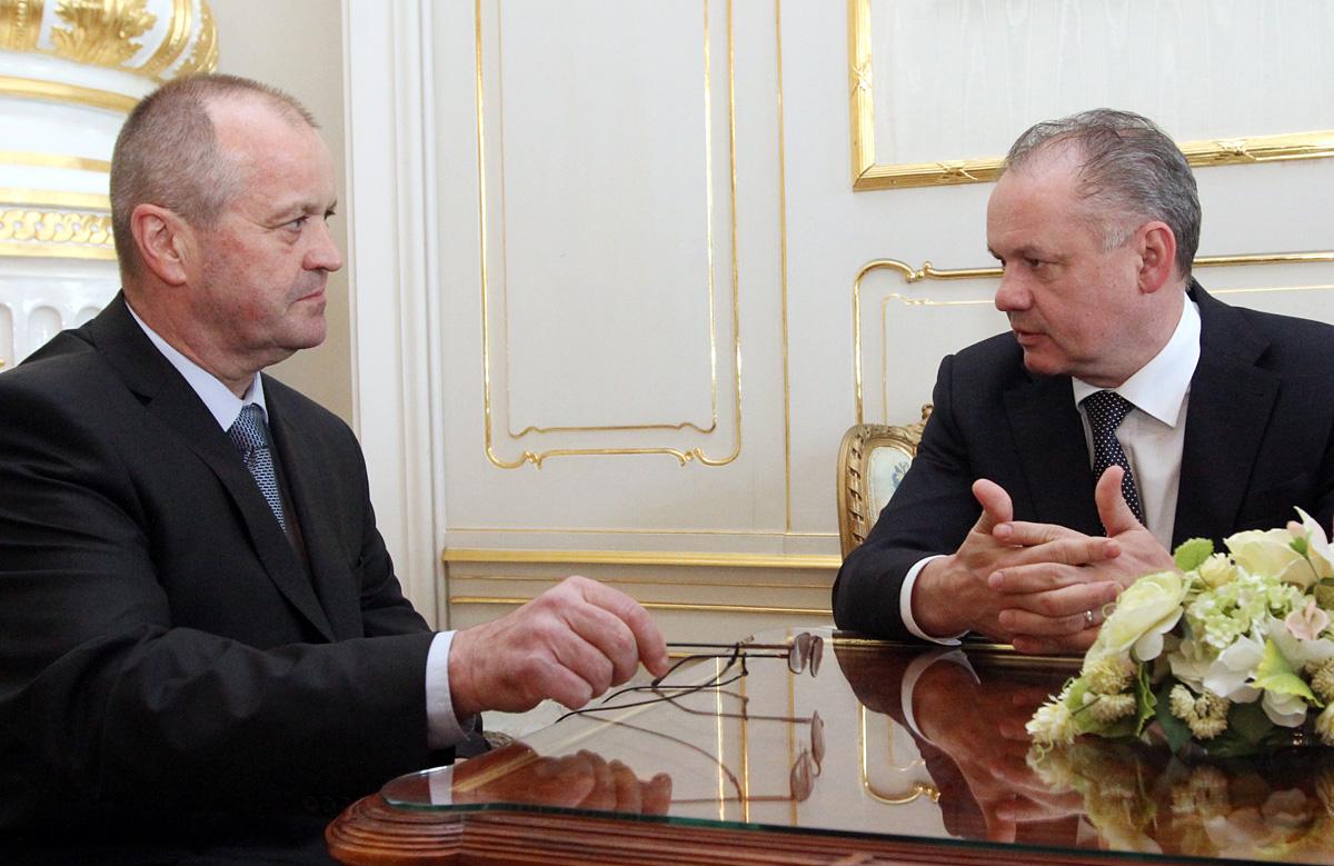 Kiska hovoril s ministrom obrany o koncepčnej modernizácii armády