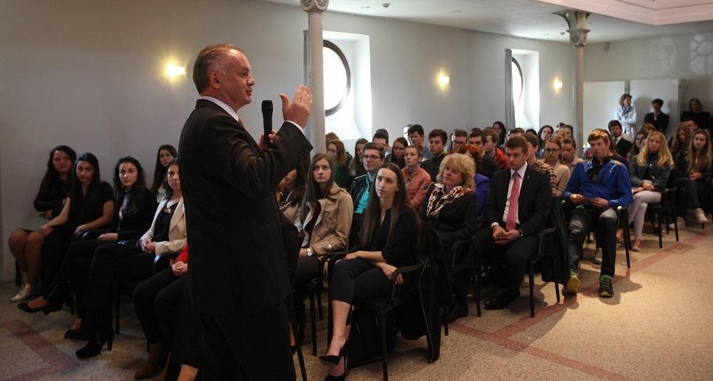 Kiska diskutoval v Brezne o problémoch regiónu aj o extrémizme