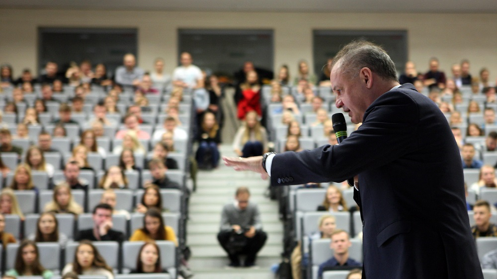 Prezident navštívil Univerzitu sv. Cyrila a Metoda v Trnave
