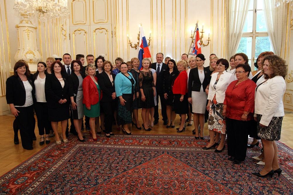 Ocenené sestry a pôrodné asistentky u prezidenta