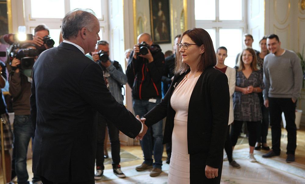 Prezident diskutoval s kandidátkou SNS na ministerku školstva Martinou Lubyovou