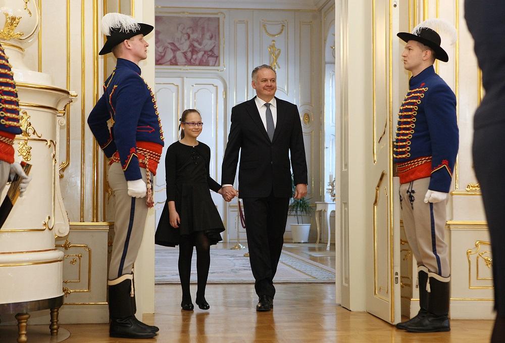 Andrej Kiska privítal v paláci Kristínku, ktorá chce byť prezidentkou
