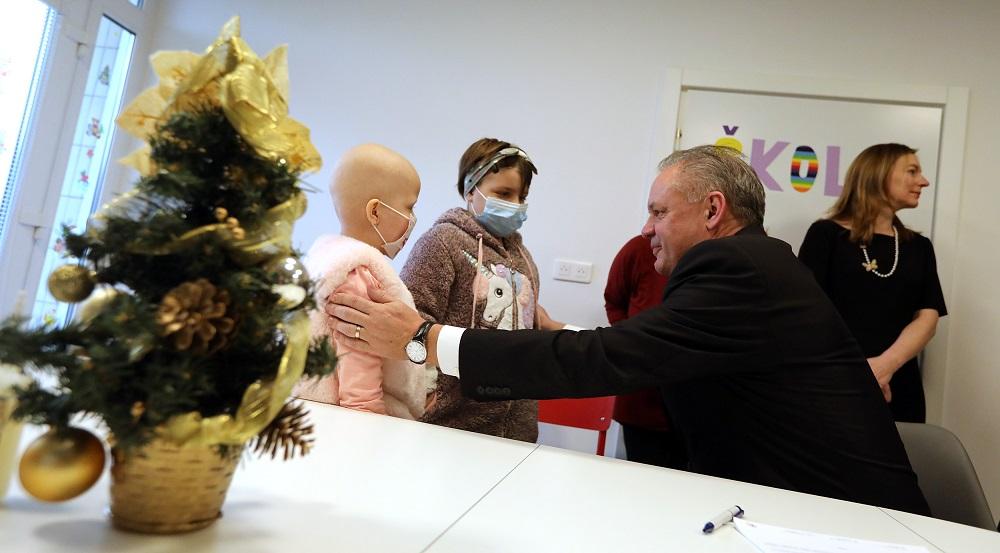 Prezident na detskej onkológii: Deťom želám to najcenejšie