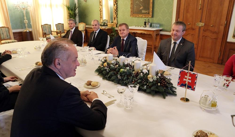Prezident obedoval s novozvolenými županmi