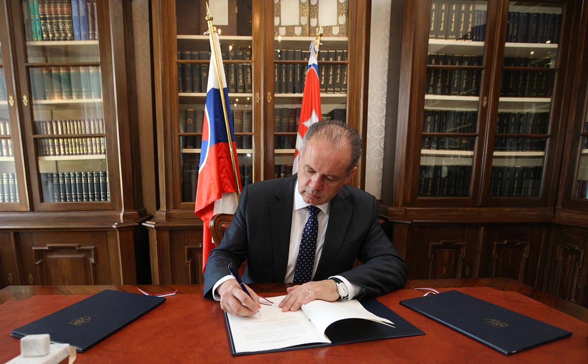 Prezident vrátil parlamentu zákon o politických stranách