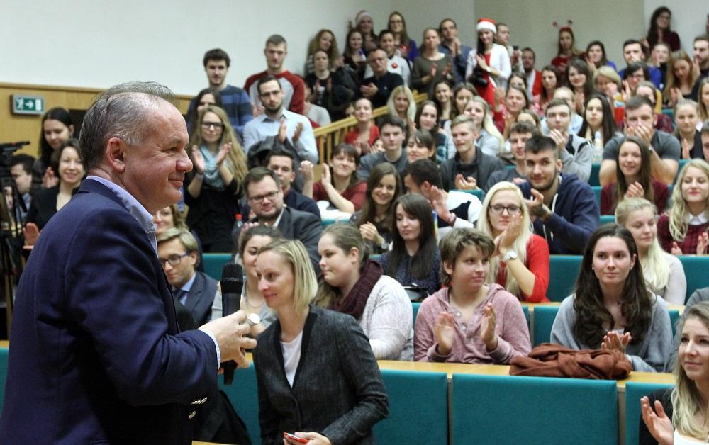 Prezident sa prihovoril študentom FSEV v Bratislave