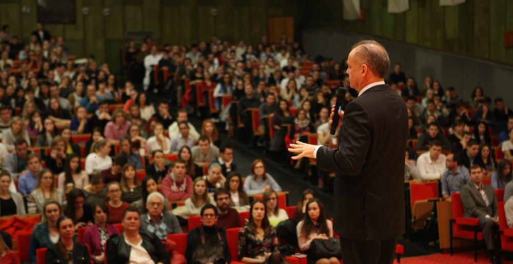 Andrej Kiska diskutoval so študentmi Univerzity Pavla Jozefa Šafárika