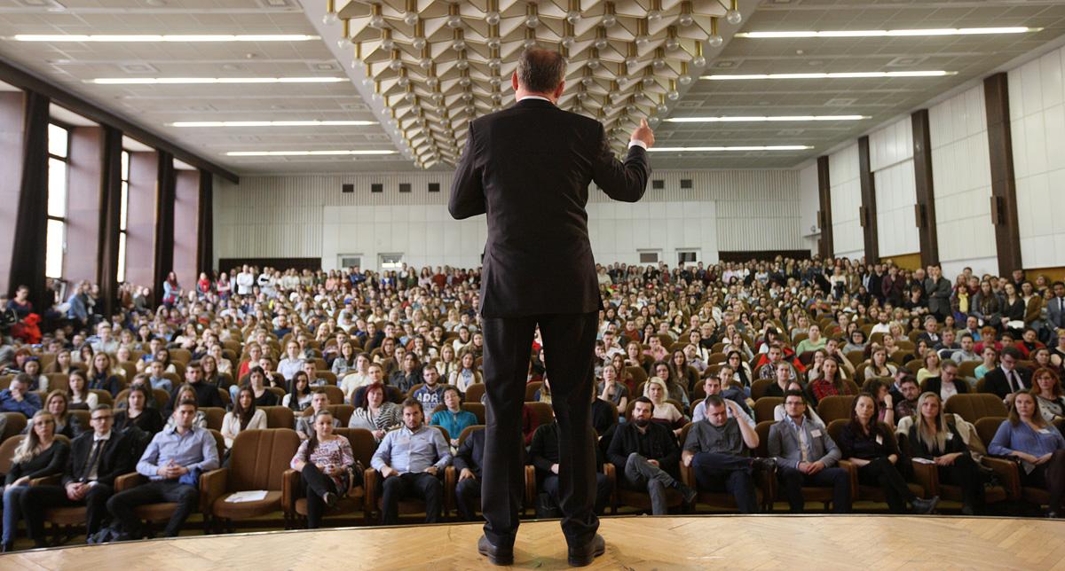 Prezident diskutoval v Nitre so študentmi aj o Mečiarových amnestiách