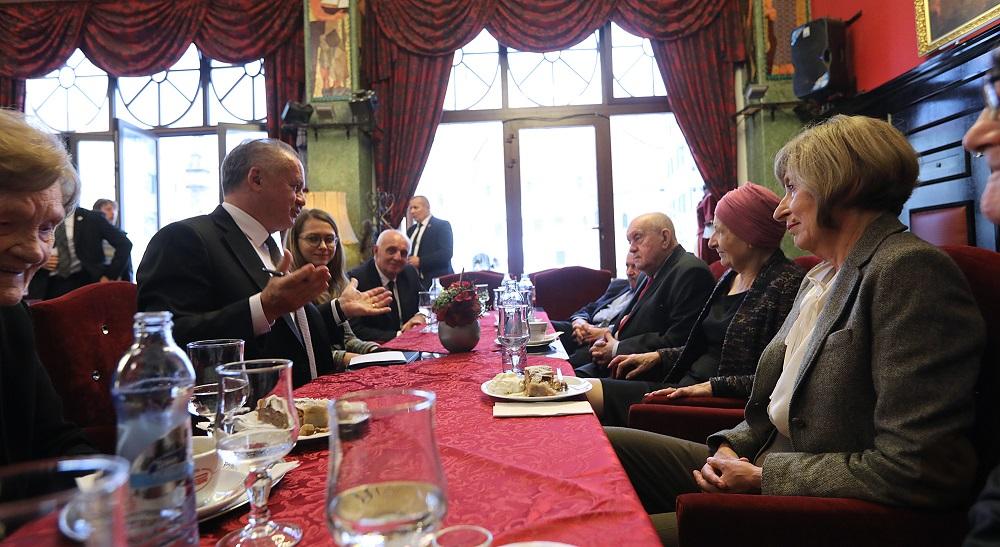 Prezident sa pri príležitosti mesiaca úcty k starším stretol so seniormi