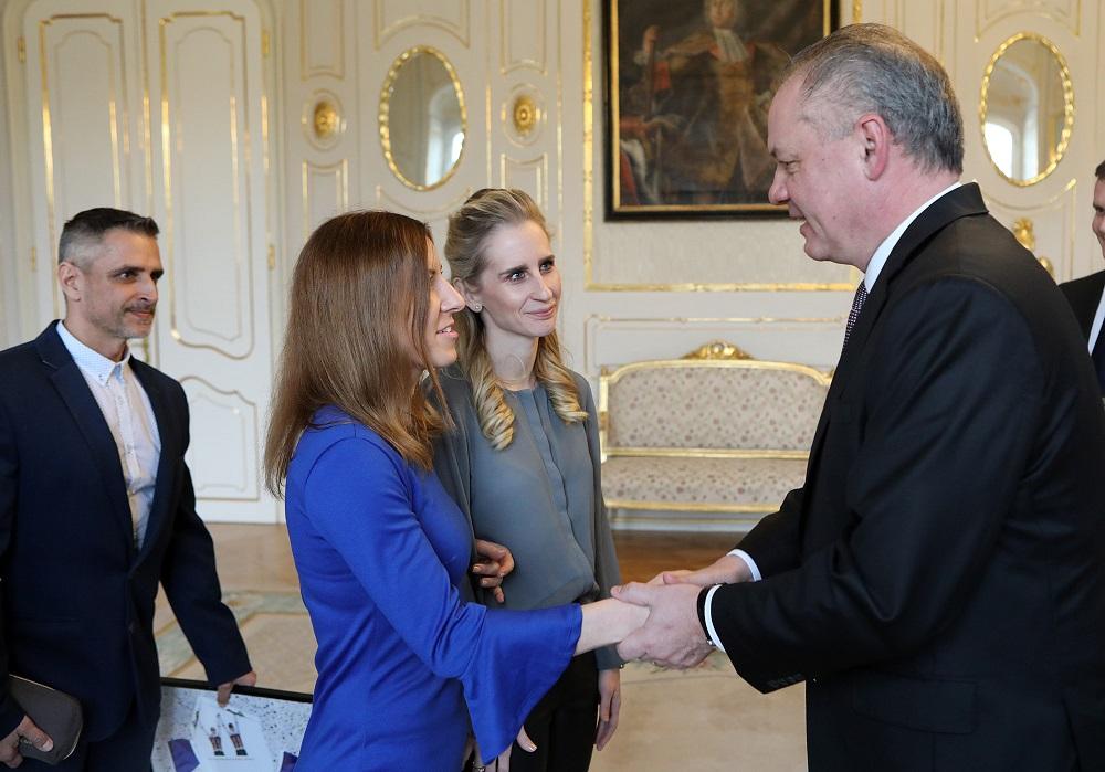 Prezident prijal Henrietu Farkašovú, víťazku ankety Paralympionik roka 2018