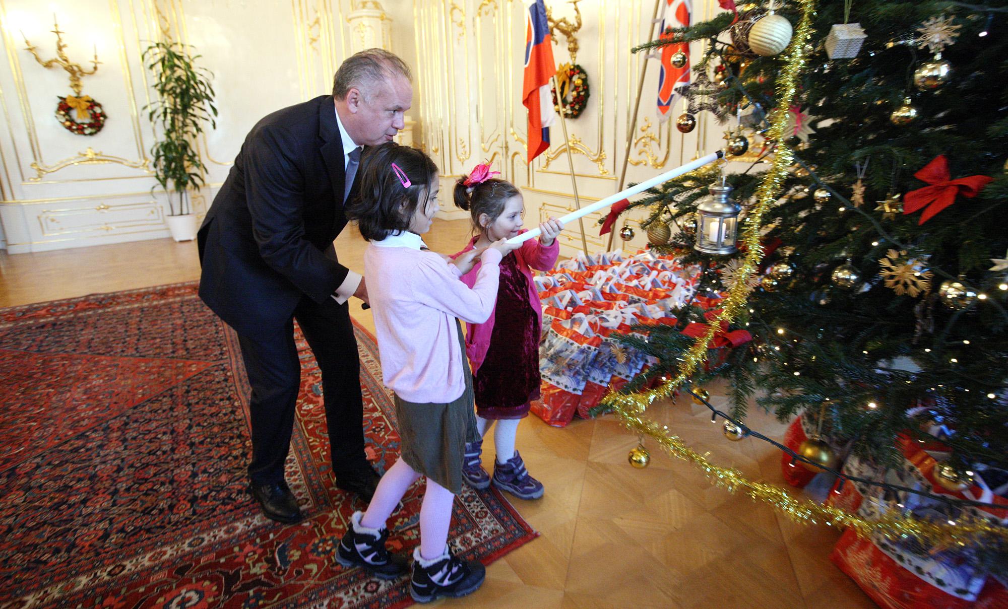 Prezident pozval deti na mikulášske stretnutie