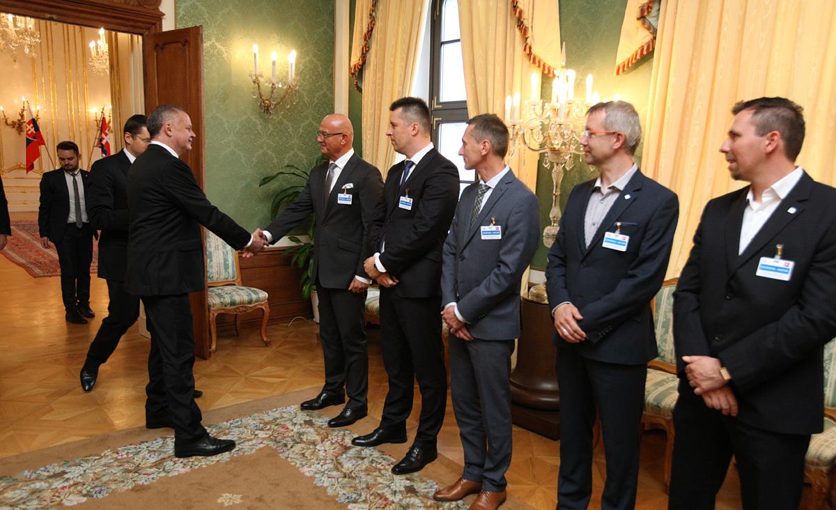 Prezident hovoril s reťazcami o podpore slovenských potravín
