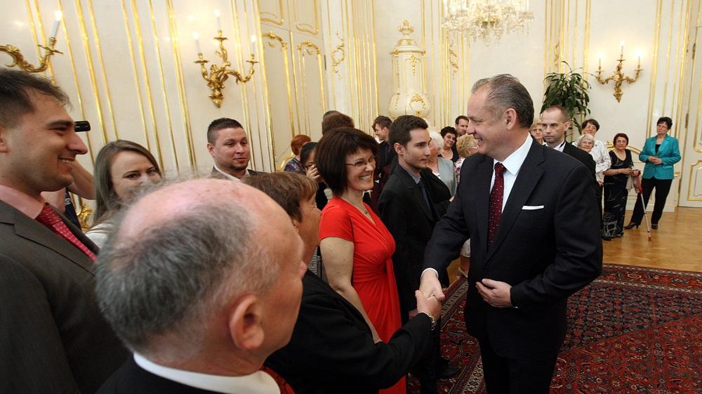 Andrej Kiska prijal ocenených členov Červeného kríža