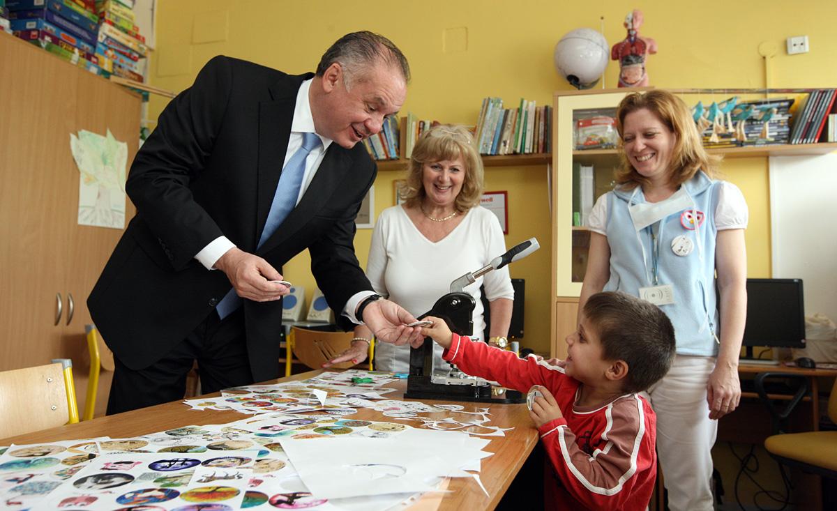 Prezident navštívil na deň detí kliniku onkológie a hematológie